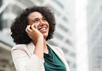 phone-woman-skin-care